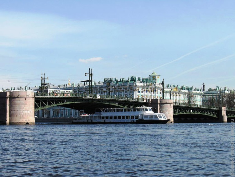 Photo Palace Bridge in St. Petersburg.