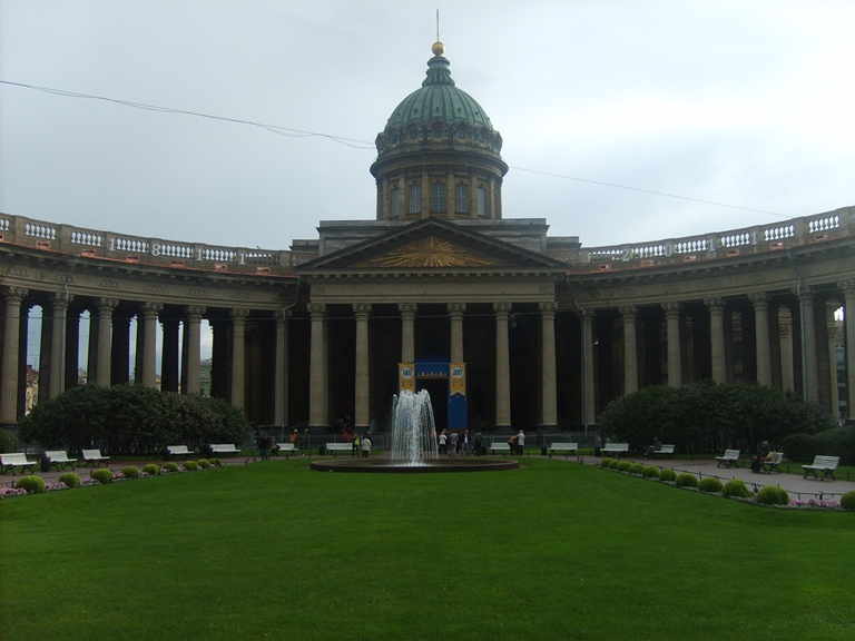 Photo Fountain Square and Kazan Cathedral.